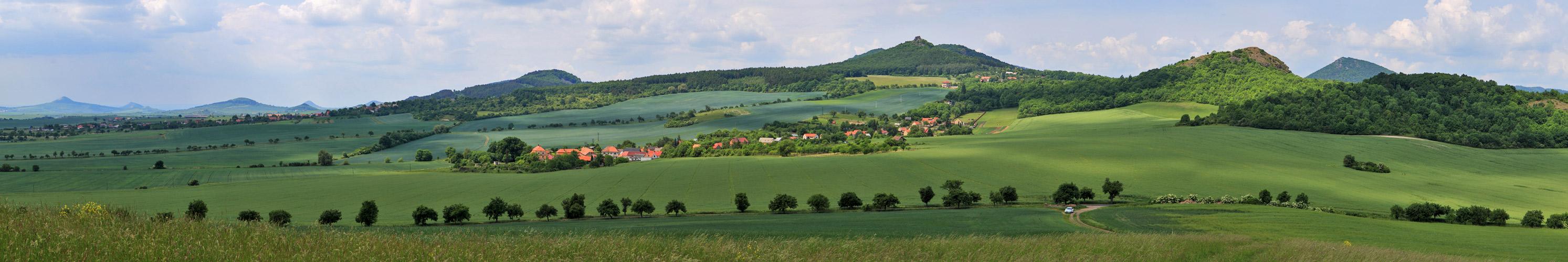 """Vom """"Steppenberg Oblik bis zum Kostalov mit der Burgruine, wobei..."""