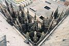Vom Vierungsturm des Kölner Doms 90° nach unten von Walter Kleinert