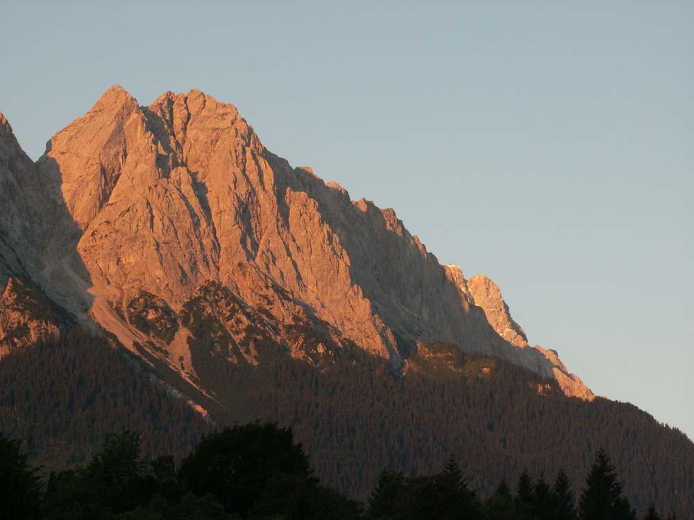 Von Grainau, morgens gegen 6.00, Richtung Zugspitze...