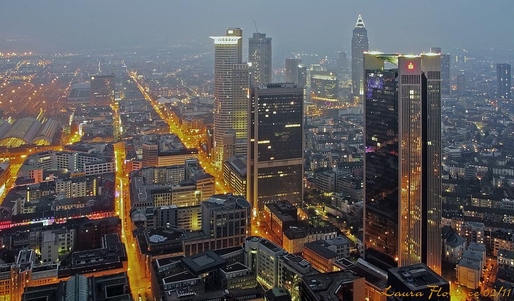 Von hinne un vorn – Frankfurt bei Nacht