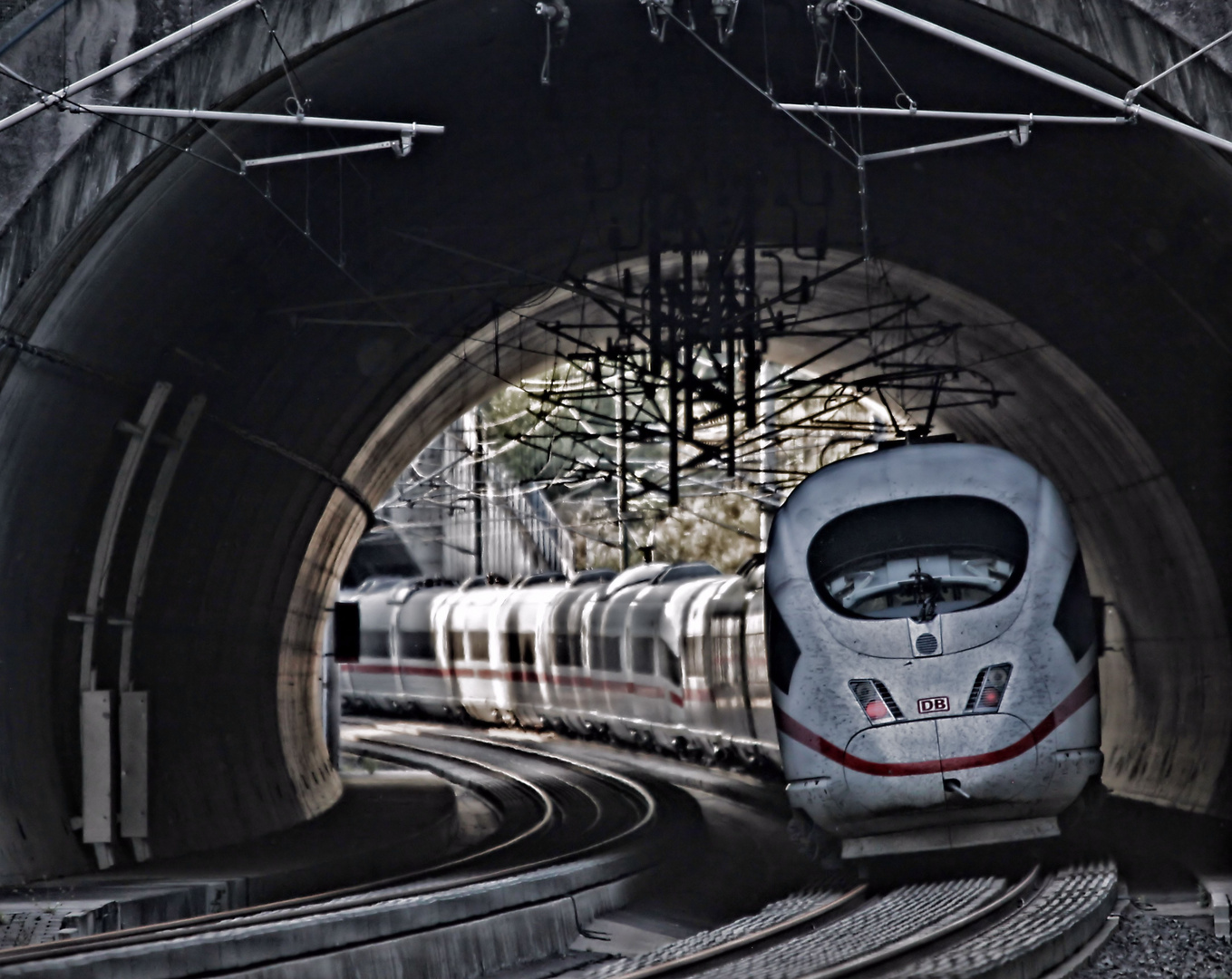 Von Tunnel zu Tunnel