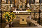 Vor dem Altar