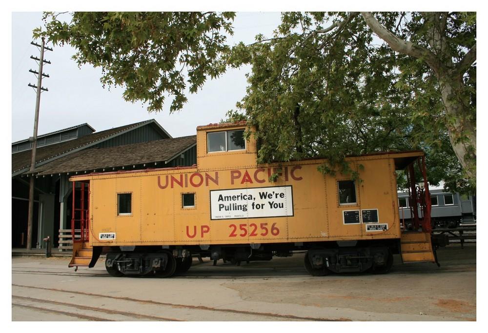 vor dem Eisenbahnmuseum in Sacramento