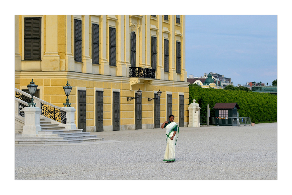 Vor dem Palast