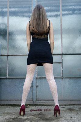 Vor dem Treibhaus: long legs