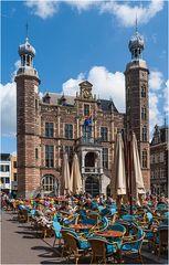 Vor dem Venloer Rathaus