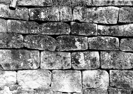 Vor einer Wand