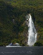 ..vorbei am Wasserfall..