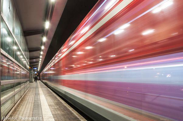 Vorbeifahrende S-Bahn