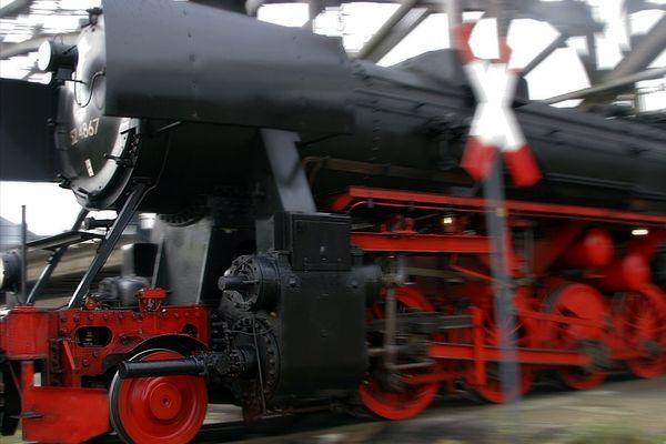 Vorbeigezischt - 52 4865 - FFM Osthafen