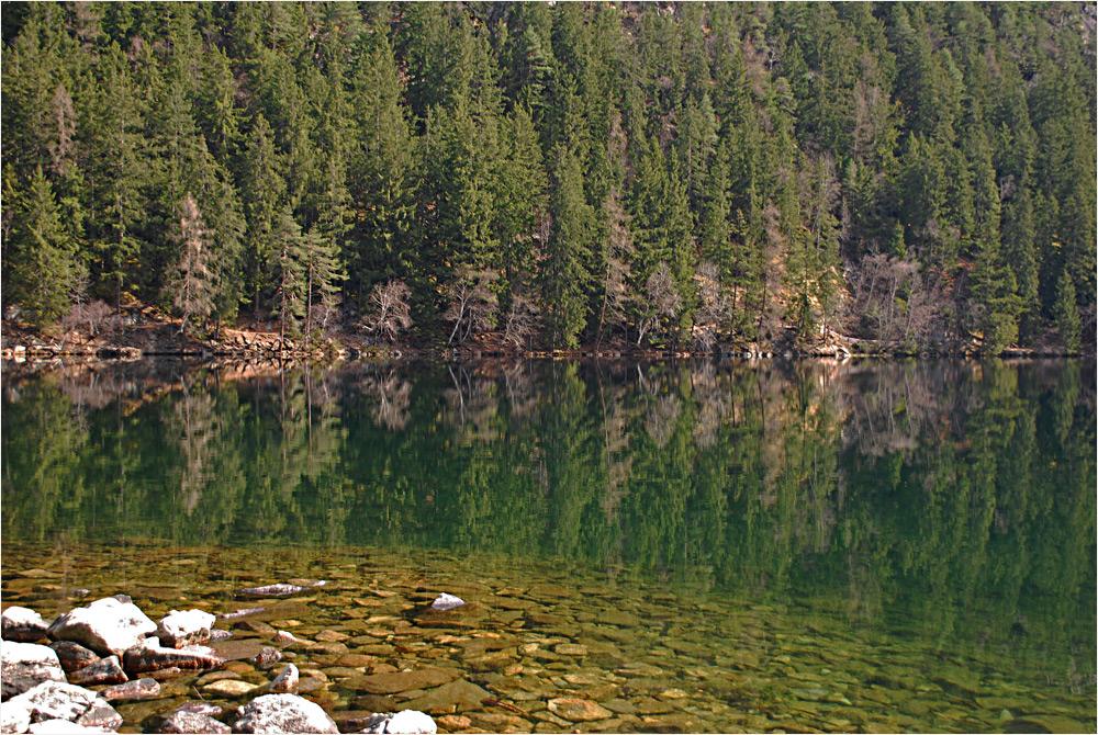Vorfrühling am Bergsee