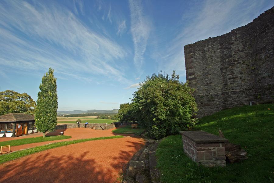 Vorhof der Burg Polle