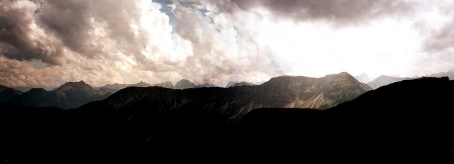 Vorkawendel, Spätnachmittag, Wetterwechsel. Blick vom Kotzen nach Süden.