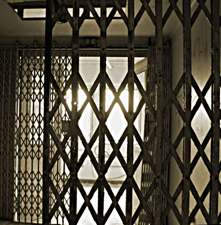 vorm Gitter