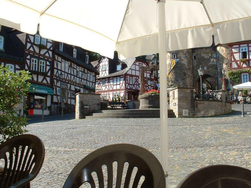 Vorplatz von Burg Braunfels