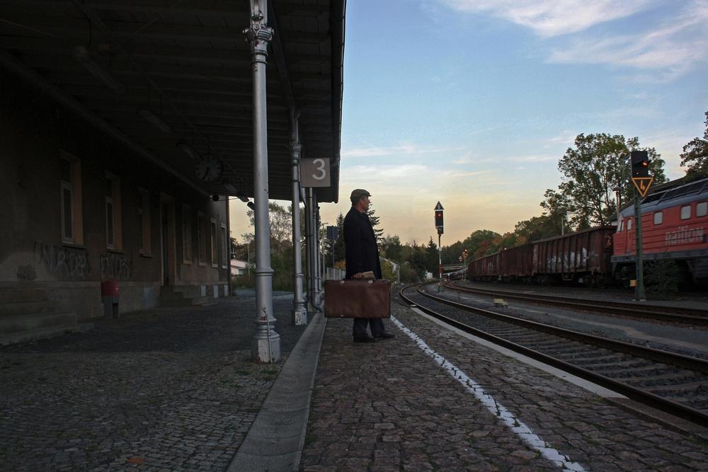 Vorsicht am Bahnsteig 2 ! Eine Durchfahrt !