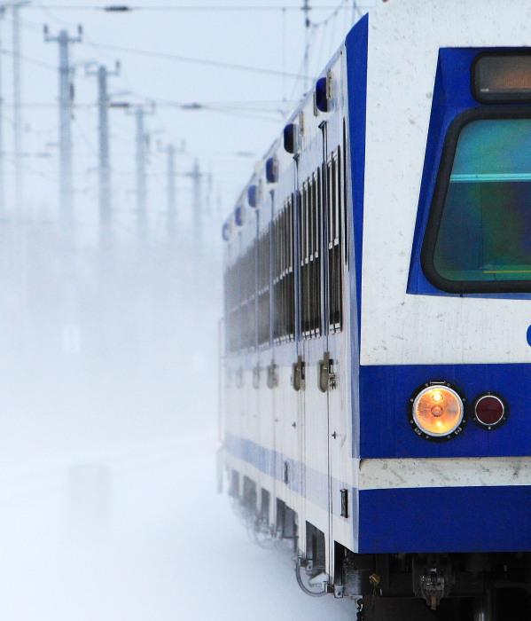 Vorsicht Bahnsteig 1 - Zug nach Wien Meidling fährt ein