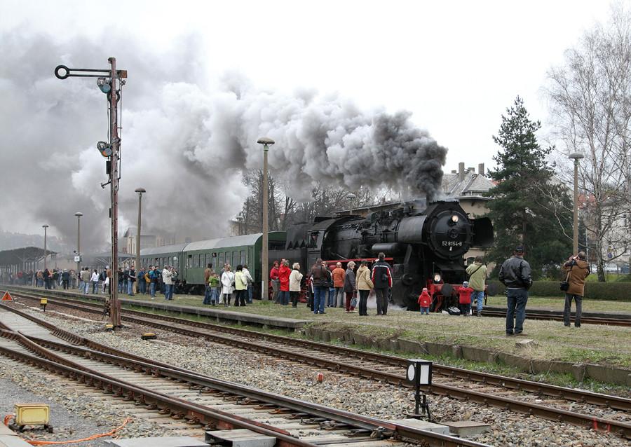 Vorsicht bei Ausfahrt des Zuges!