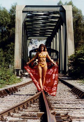Vorsicht !...die Bahn kommt...