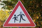 "Vorsicht Kinderfänger unterwegs ""kreatives Verkehrsschild"" Namens Haarmann"