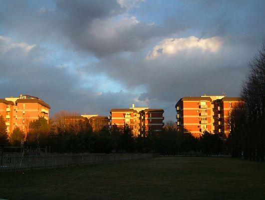 Vorstadt in der Abendsonne