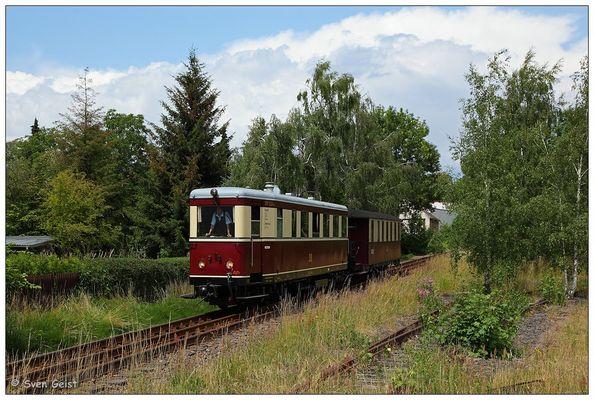 VT 137 322 auf dem Oschatzer Dreischienengleis