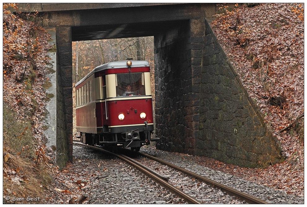 VT 137 322 im Steinrahmen