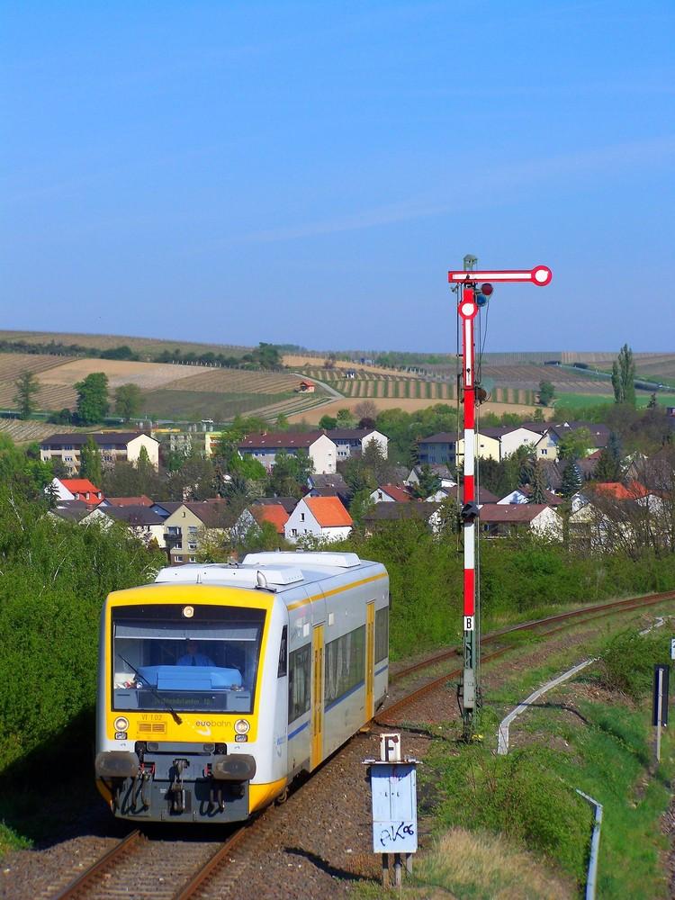 VT1 02 der Rhenus Veniro auf dem Weg von Alzey nach KIrchheimbolanden