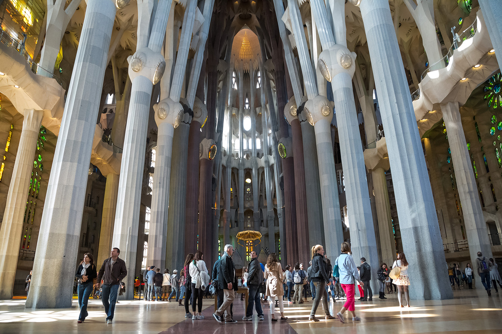 Vue d'ensemble de la nef principale de la Sagrada Familia