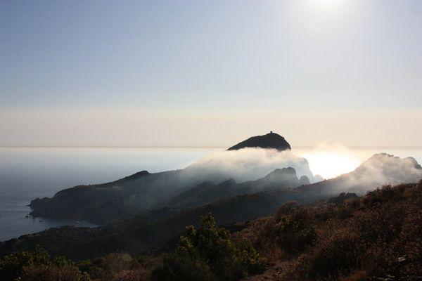 Vue étrange du capo Rosso, Golfe de Porto, Corse