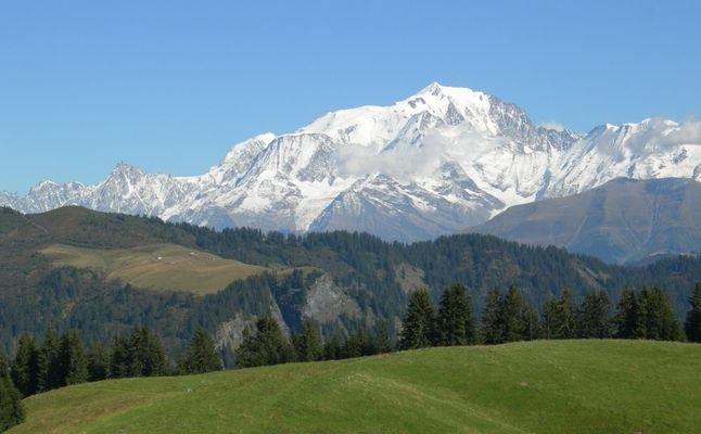 vue sur le mont blanc .. des aravis