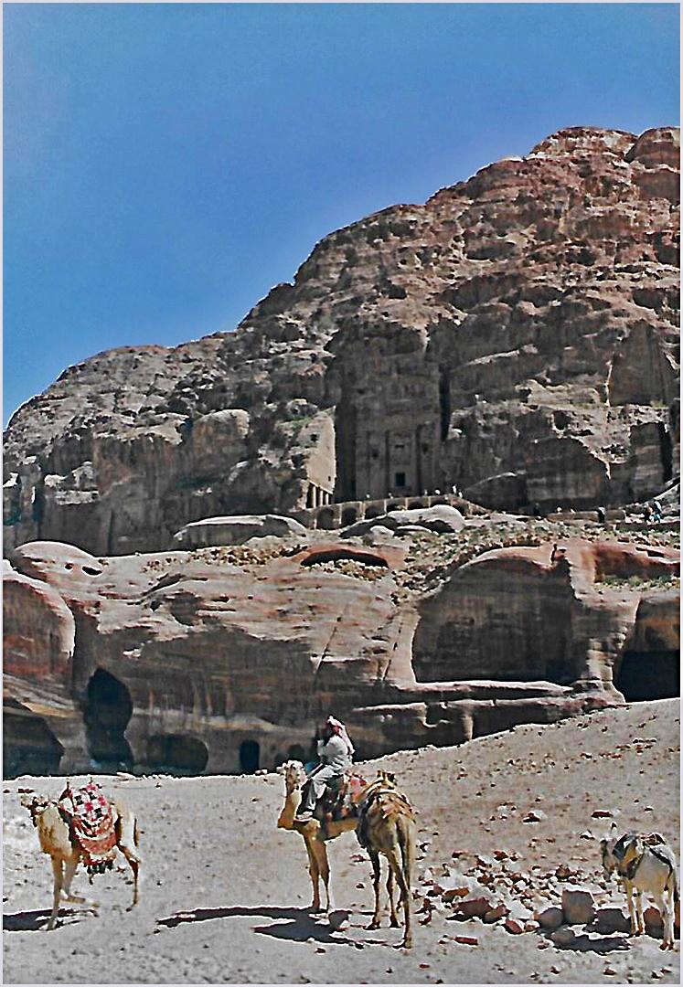 Vue sur les tombeaux des rois  --  Petra