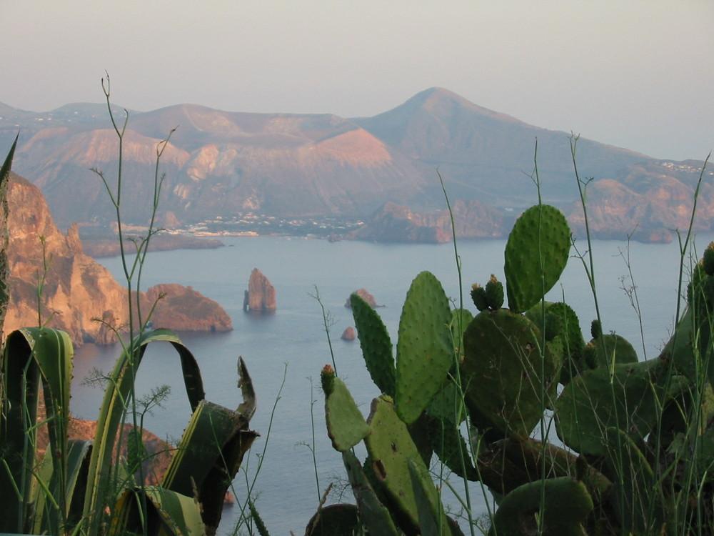 Vulcano vista da Lipari