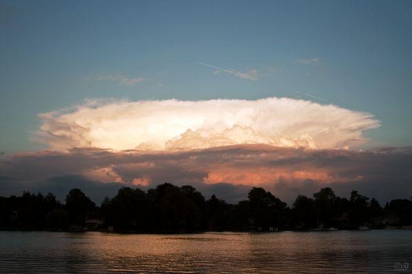 Vulkan aus Wolken