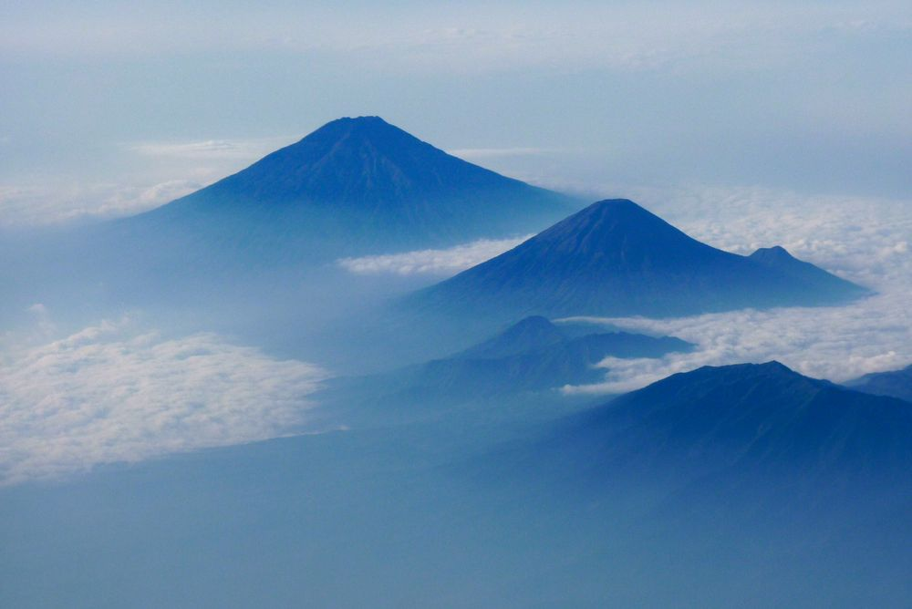 Vulkane von Regi Richardet