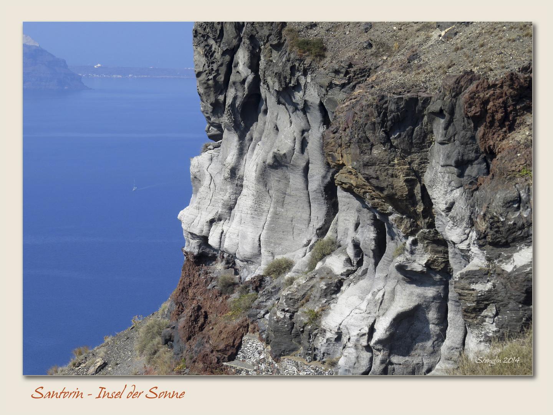 Vulkangestein am Wegesrand