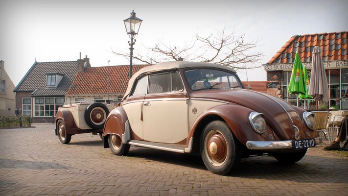 VW Käfer mit Anhänger