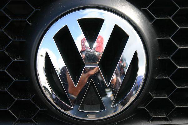 VW-Logo als Spiegel!