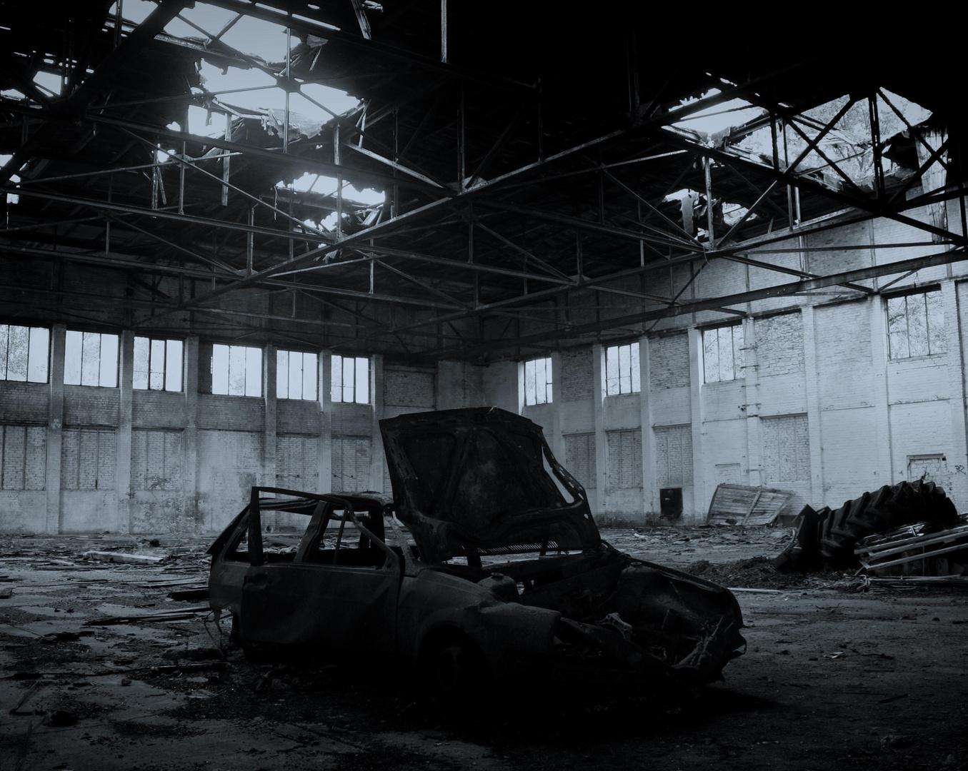 VW Polo im Hangar