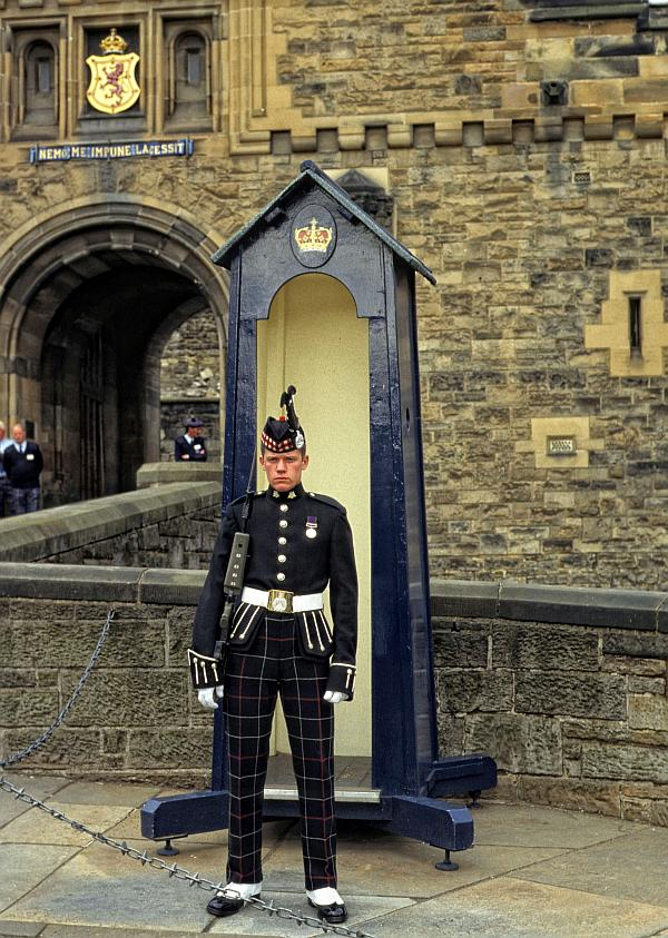 Wache vor Edinburgh Castle