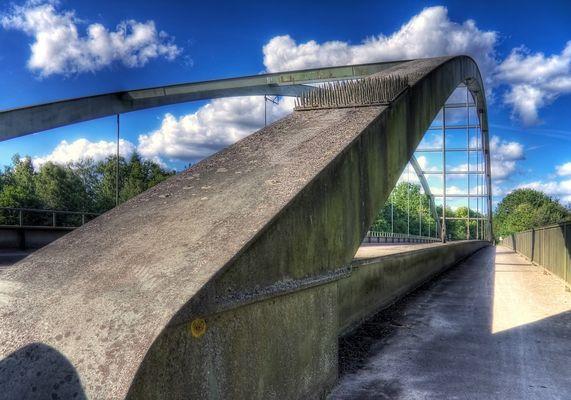 --- Wackelbrücke ---