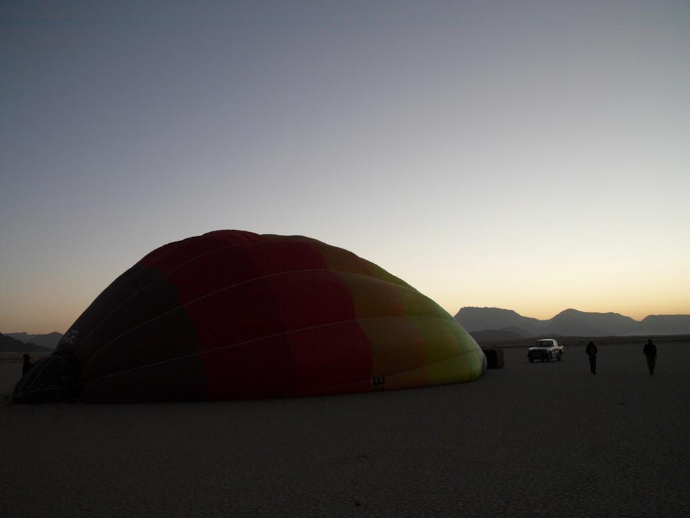 Wadi Rum - Ein Ballon erwacht
