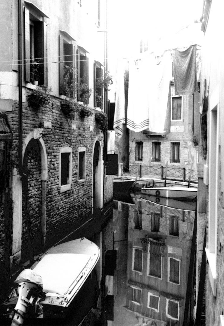 Wäsche über Kanal