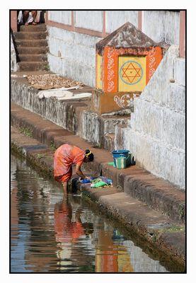 Wäsche waschen im heiligen Wasser