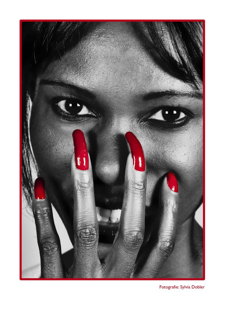 Waffen einer Frau (Blick und Hände)