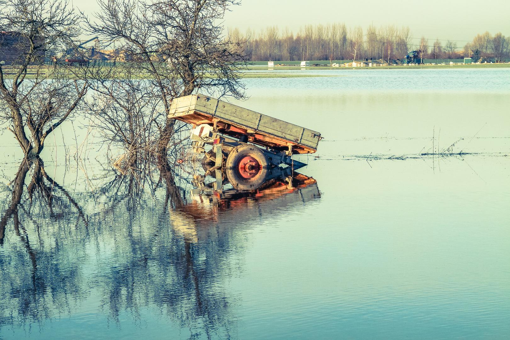 Wagen im Hochwasser