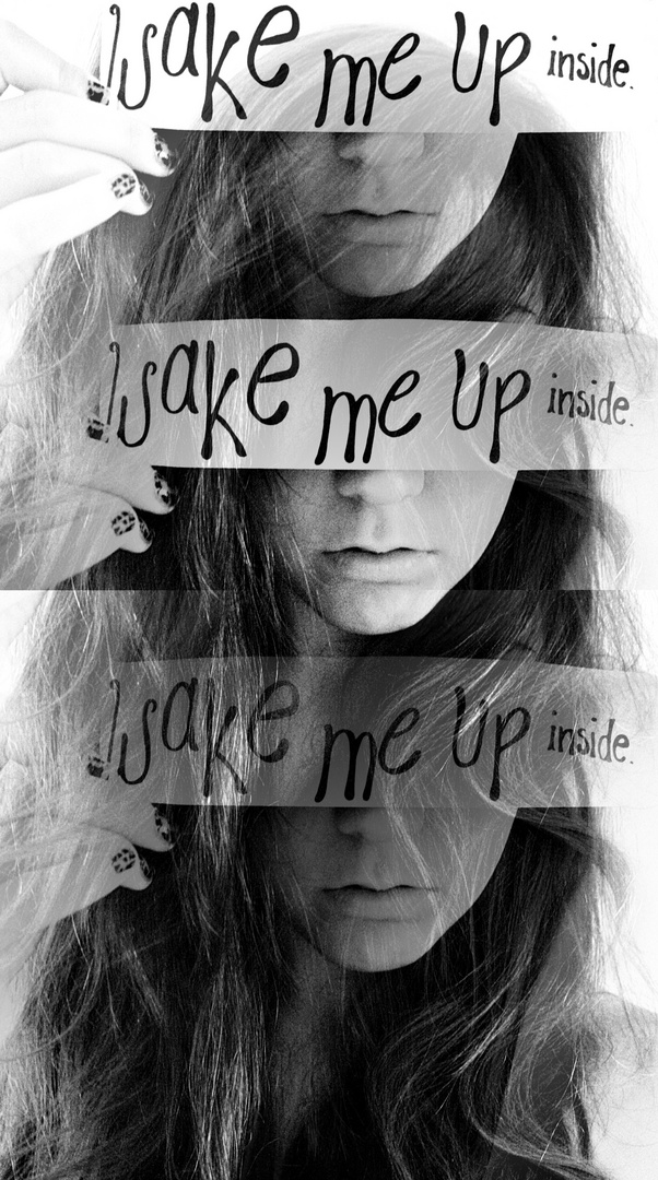 Wake me up inside.Call my name and save me from the dark.