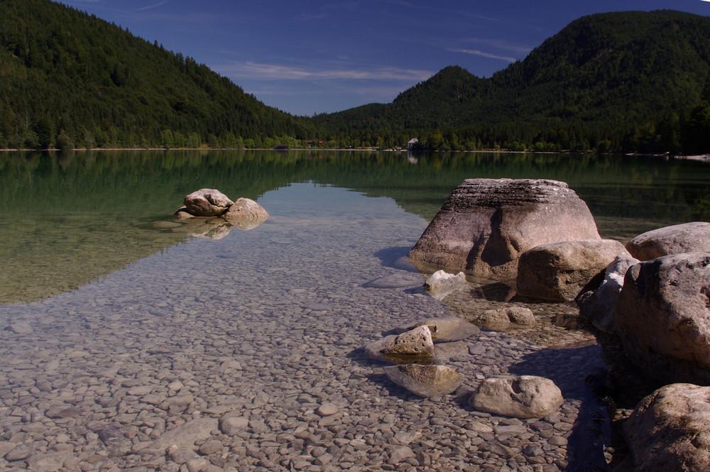 Walchensee mit Steinen