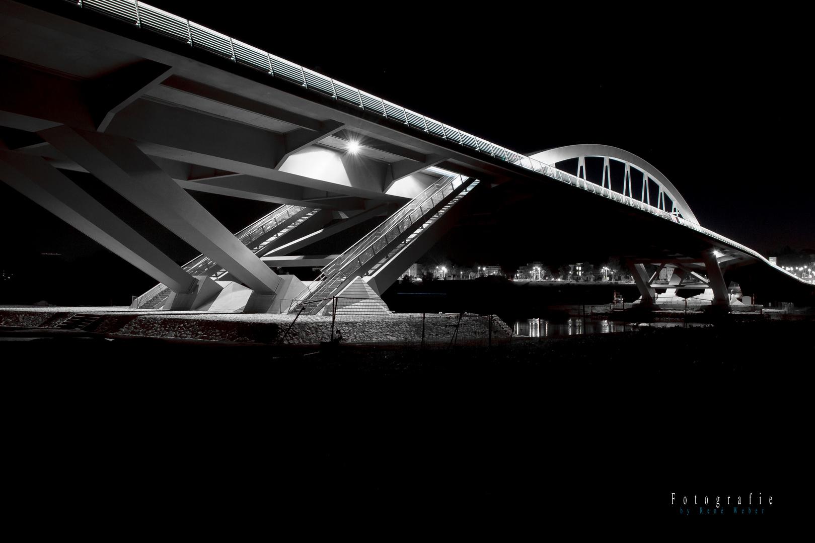 Waldschlösschenbrücke bei Nacht