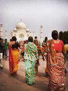 Walking to Taj Mahal